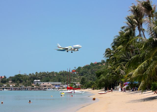 An airplane coming in over Big Buddha beach on Koh Samui.