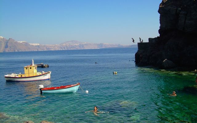 One of the best beaches on Santorini: Amoudi Bay