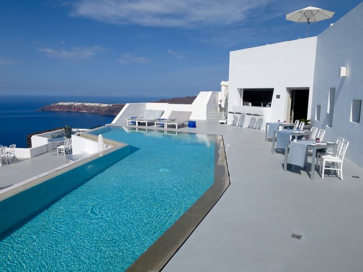 Pool and restaurant with caldera view at Grace Santorini.