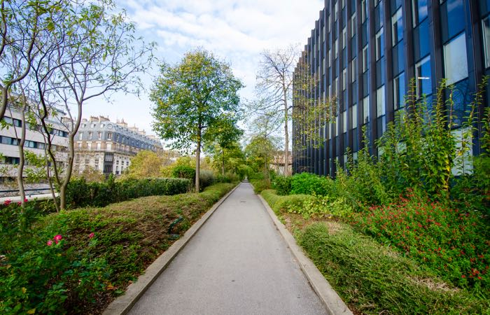 Beautiful walking path in the 12th Arrondissement in Paris
