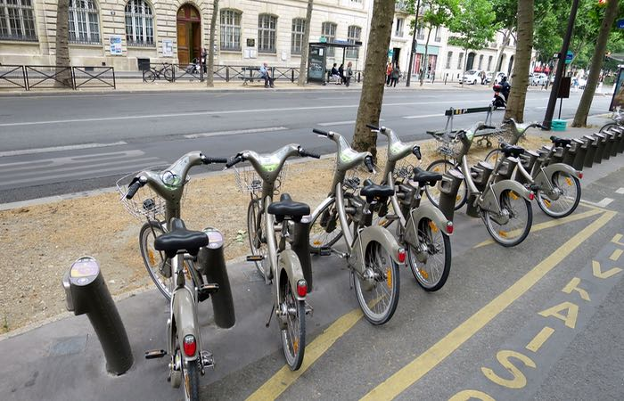 Rent velib bikes in Paris.