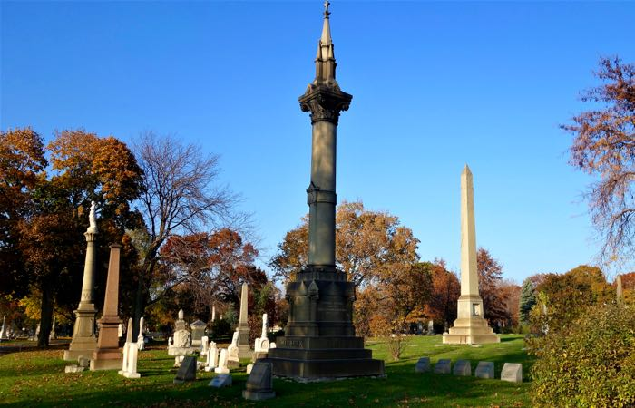 Chicago's Graceland Cemetery is a beautiful, if unlikely, spot for a picnic.