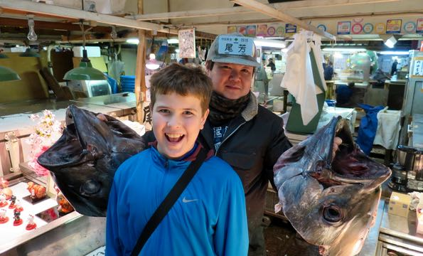 Tsukiji Market with Kids – food tour for families.
