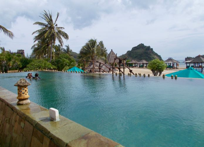 Hotel on Lombok beach with kid-friendly pool.