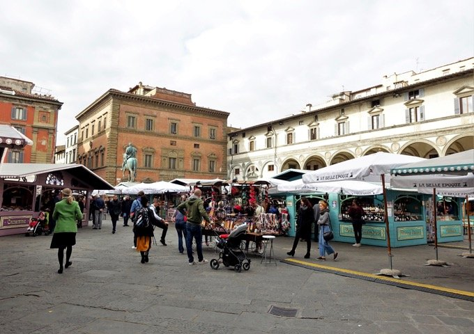 Best cheap hotels and restaurants in Florence near Accademia