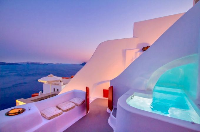 Airbnb in Oia, Santorini with sunset view.