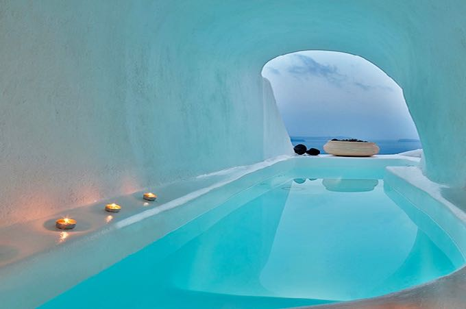 Airbnb cave house in Oia, Santorini with private pool.