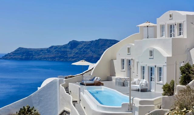 Oia, Santorini villa with infinity pool.