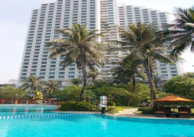 Massive pool at family-friendly Shangri-La