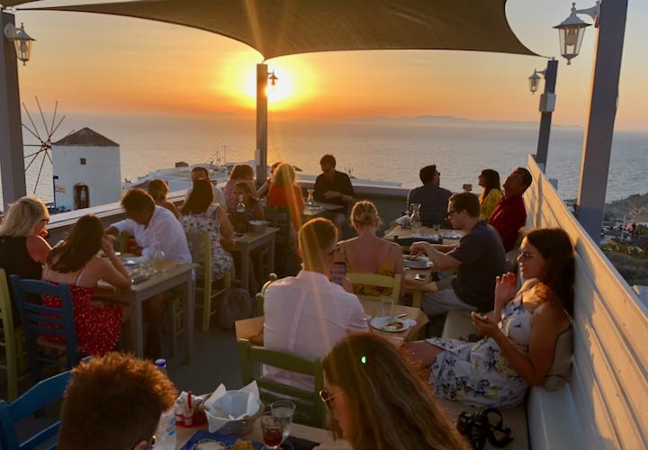 Best Oia restaurant with view of sunset.
