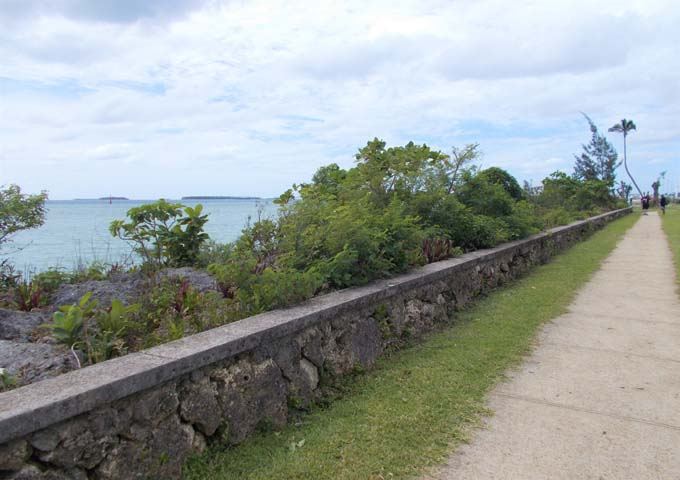 Beachside pathway leads all the way to downtown.