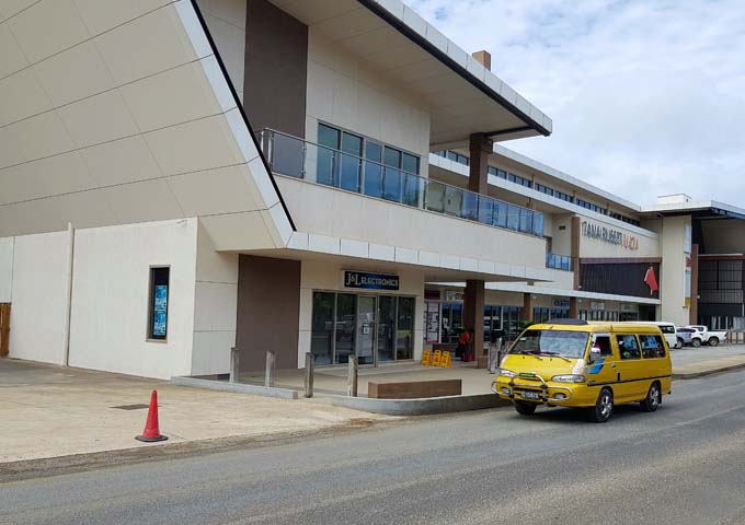 Tana Russet Plaza is a small shopping mall.