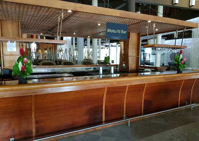 Motu Iti Bar is popular for wine and cocktails.