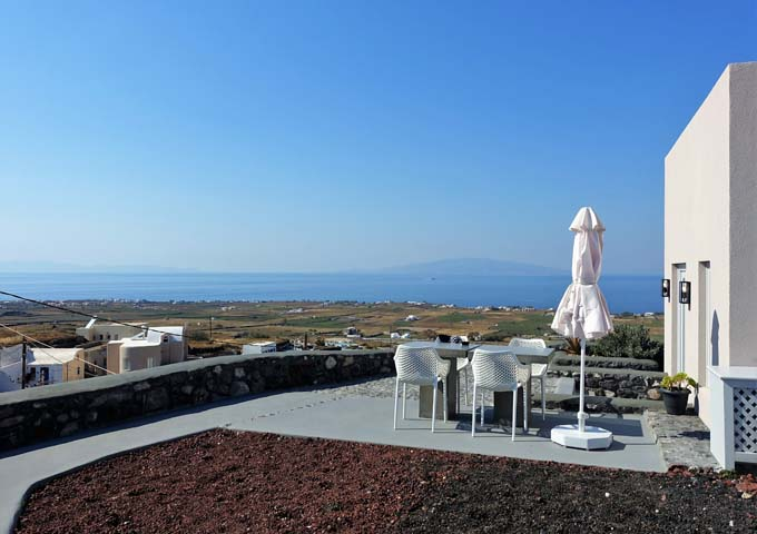 Complex 1 oversees vineyards, farmlands and the Aegean Sea.