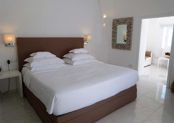 The suite's bedroom features a beautiful Cycladic decor.