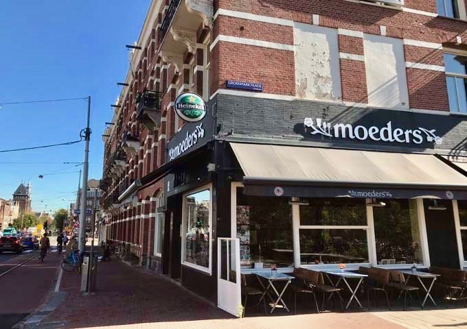 Moeders serves good and heart Dutch classic dishes.