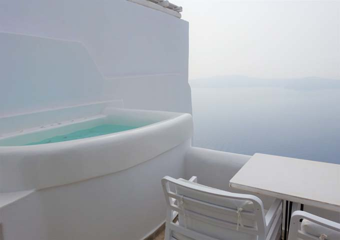The suita has an outdoor private jacuzzi with great caldera views.