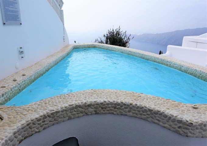 The unheated plunge pool features jacuzzi jets and caldera views.