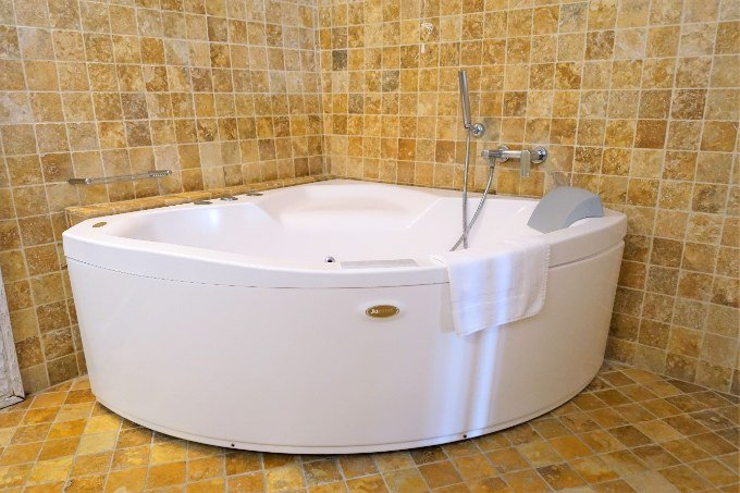 The bathroom features a large jacuzzi tub.