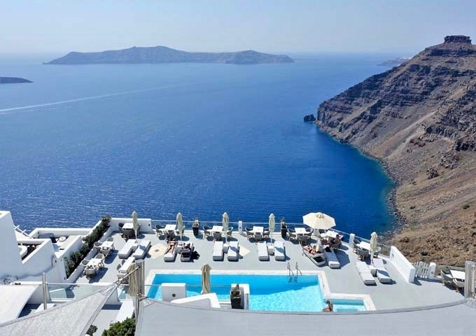 Review of Belvedere Suites in Santorini.