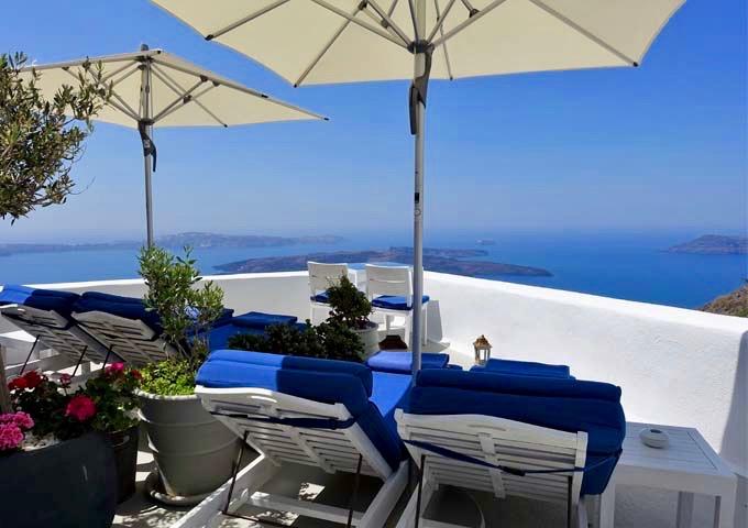 The Grotto Suite patio offers panoramic caldera views.