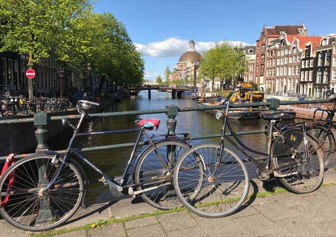 The views of the Herengracht canal are particularly good outside 't Arendsnest.