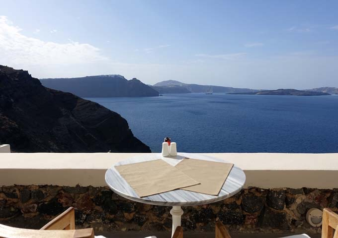 The Captain's Lounger also offers excellent caldera views.