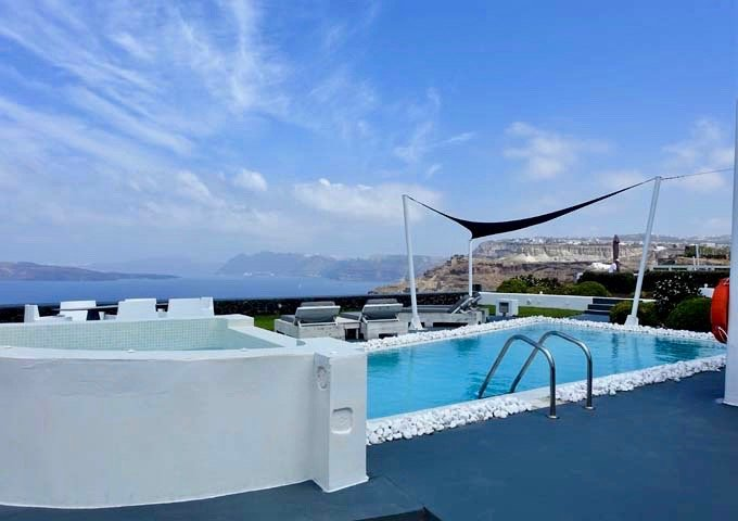 The pool gives panoramic views of the caldera, from the volcanoes on the left and Oia on the right.