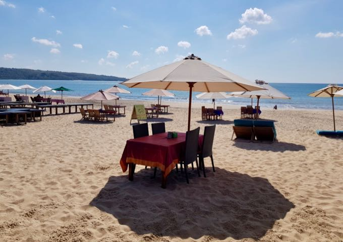 The beachside cafes offer sunset dinners on the sand.