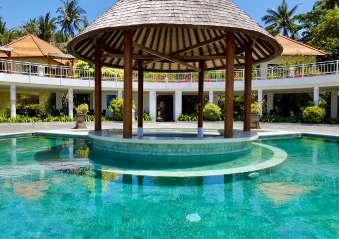 Review of Discovery Candidasa Cottages and Villas in Bali.