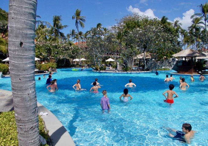 The family-friendly resort organizes several games and activities in the pools.