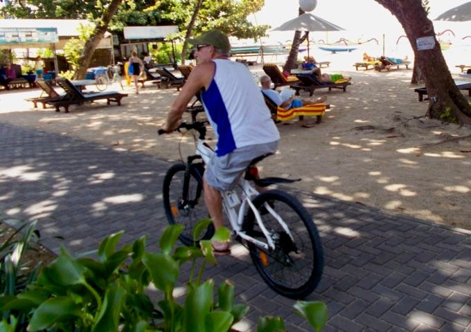 The beachside path is the perfect way to get around Sanur.
