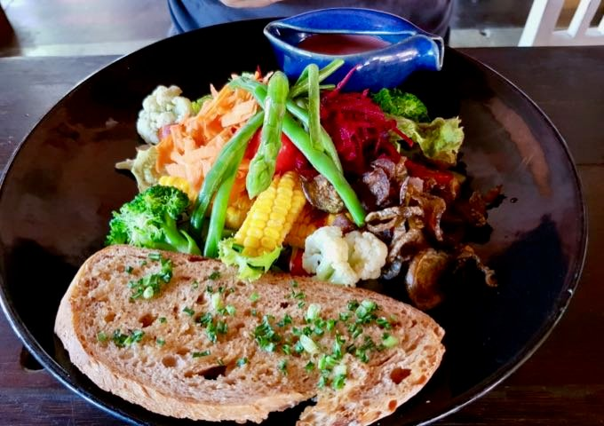 Café Batu Jimbar is frequented by expats for its healthy salads.