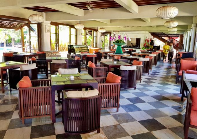 The Mezzanine Restaurant serves Thai and Japanese cuisines.