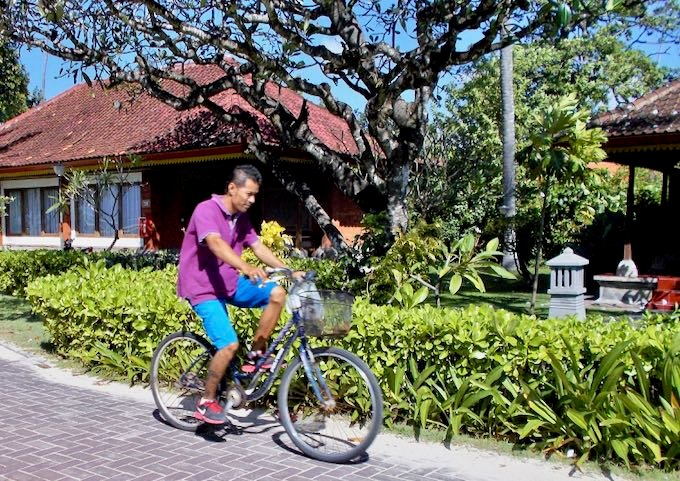 The beachside path running the entire length of Sanur is the nicest and quickest way to explore.
