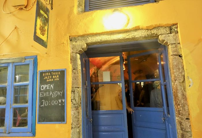 Best romantic bar in Santorini.