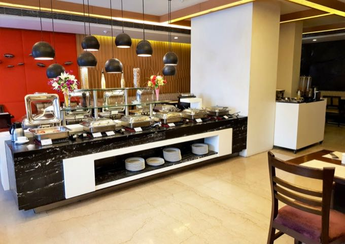 The Rendezvous restaurant serves buffet breakfasts and a la carte meals through the day.