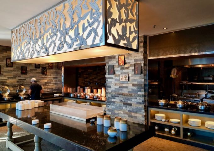 MoMo Café serves breakfast and lunch buffets as well as a la carte through the day.