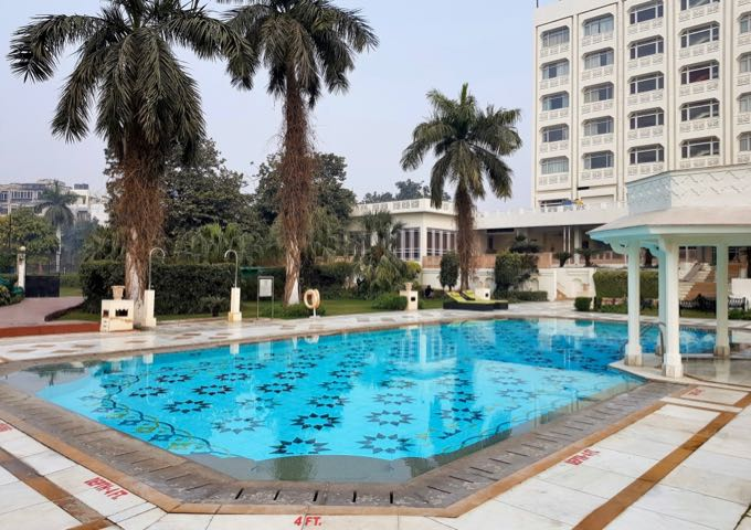 Review of Hotel Tajview in Agra, India.