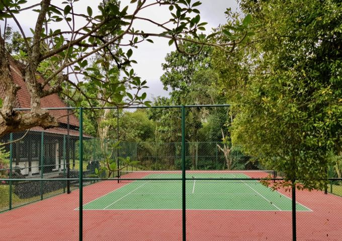 The resort also features a tennis court.