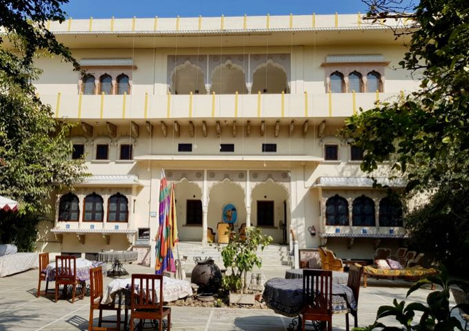 Review of Dera Mandawa in Jaipur, India.