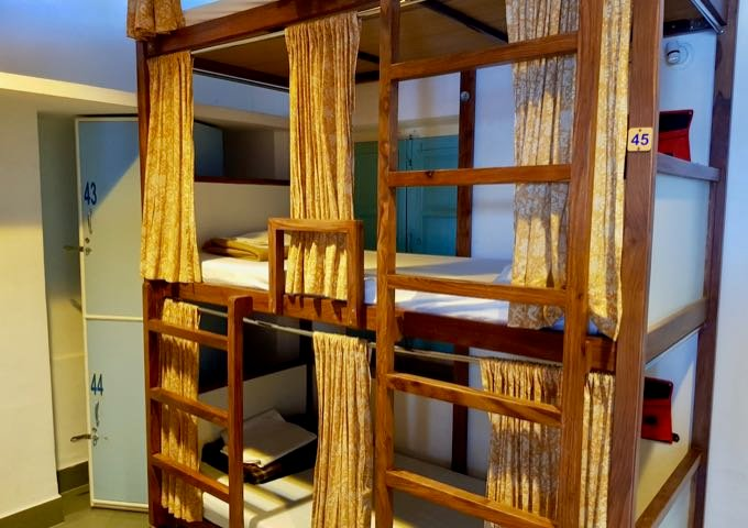Backpacker Hostel offers family-friendly rooms with 4 bunk beds.