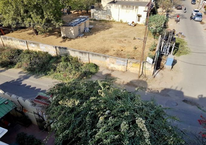The empty plots around the guesthouse help in getting better views.