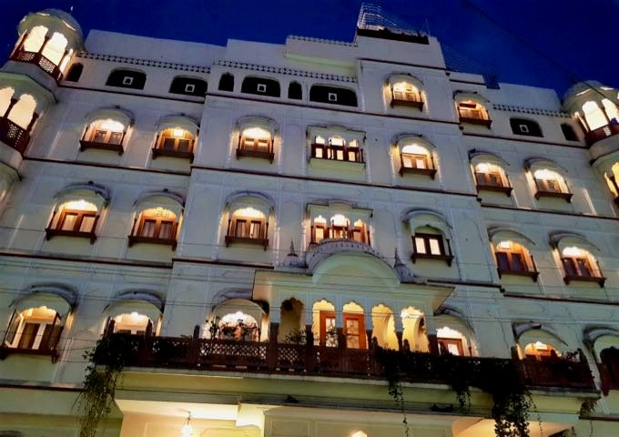 Review of Pearl Palace Heritage in Jaipur, India.