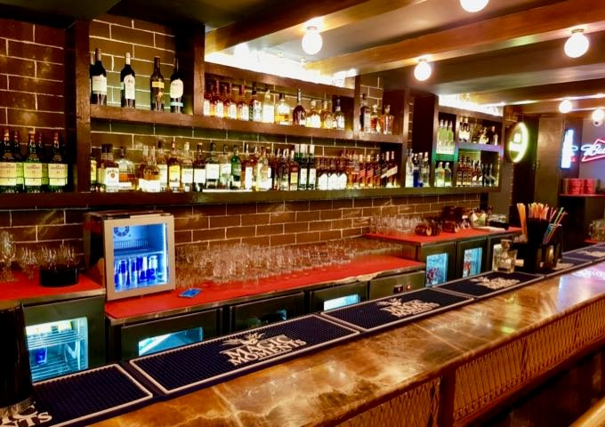 The pleasant Sunset Bar offers a good selection of beers and spirits.