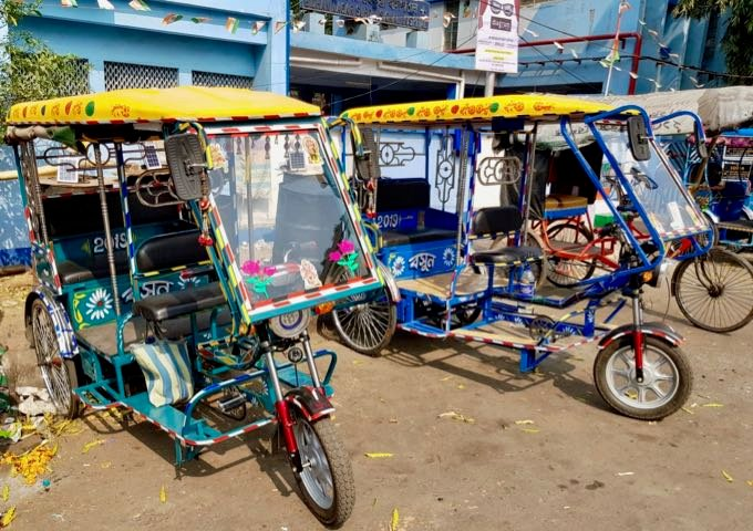 Guests can enjoy environment-friendly cycle-rickshaws in the area.