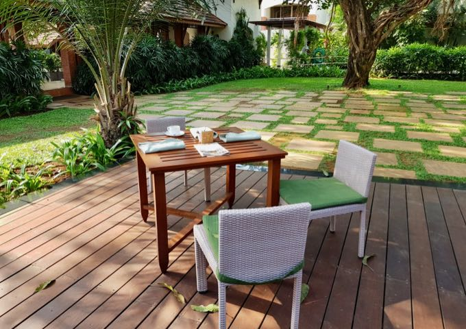 Vivo offers outdoor seating on a shady deck.