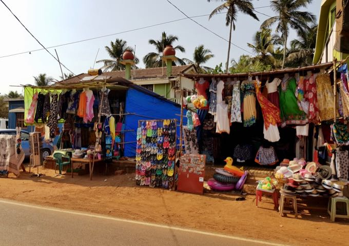A few souvenir stalls are near the side street turnoff.