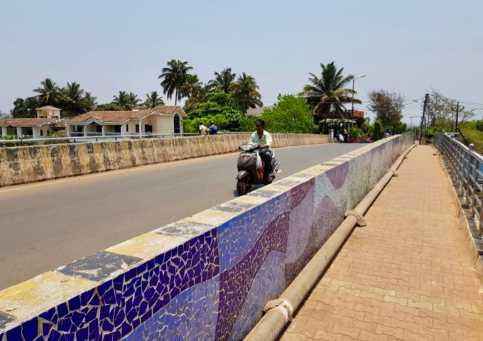 The Baga bridge is a useful landmark for the resort.