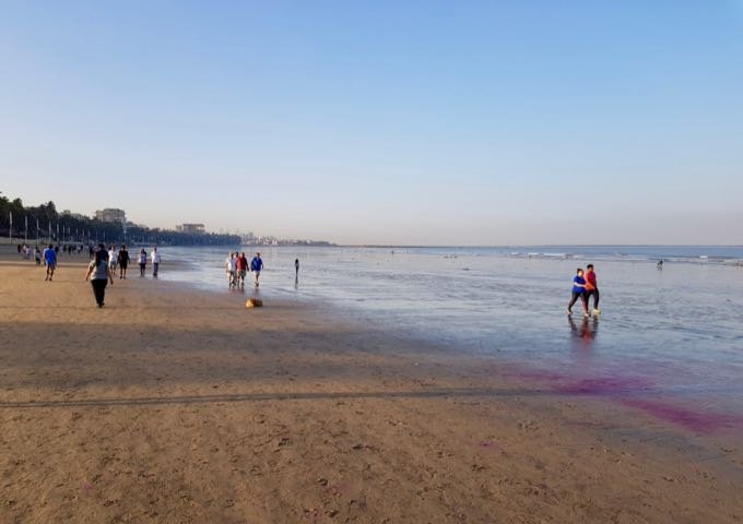 Juhu beach is relatively quiet on weekdays.